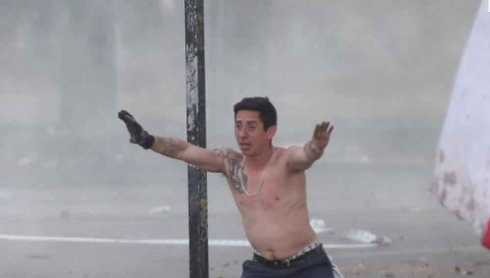 Manifestantes participan en una protesta en Santiago de Chile