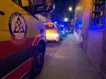 Equipos de emergencia en el lugar de la agresión