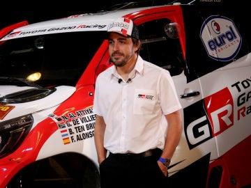 Fernando Alonso, con el Toyota Hilux