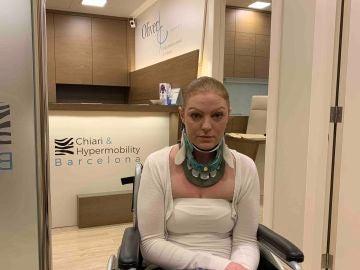 Rachel Pighills padece una enfermedad que le impide girar el cuello hacia la izquierda.