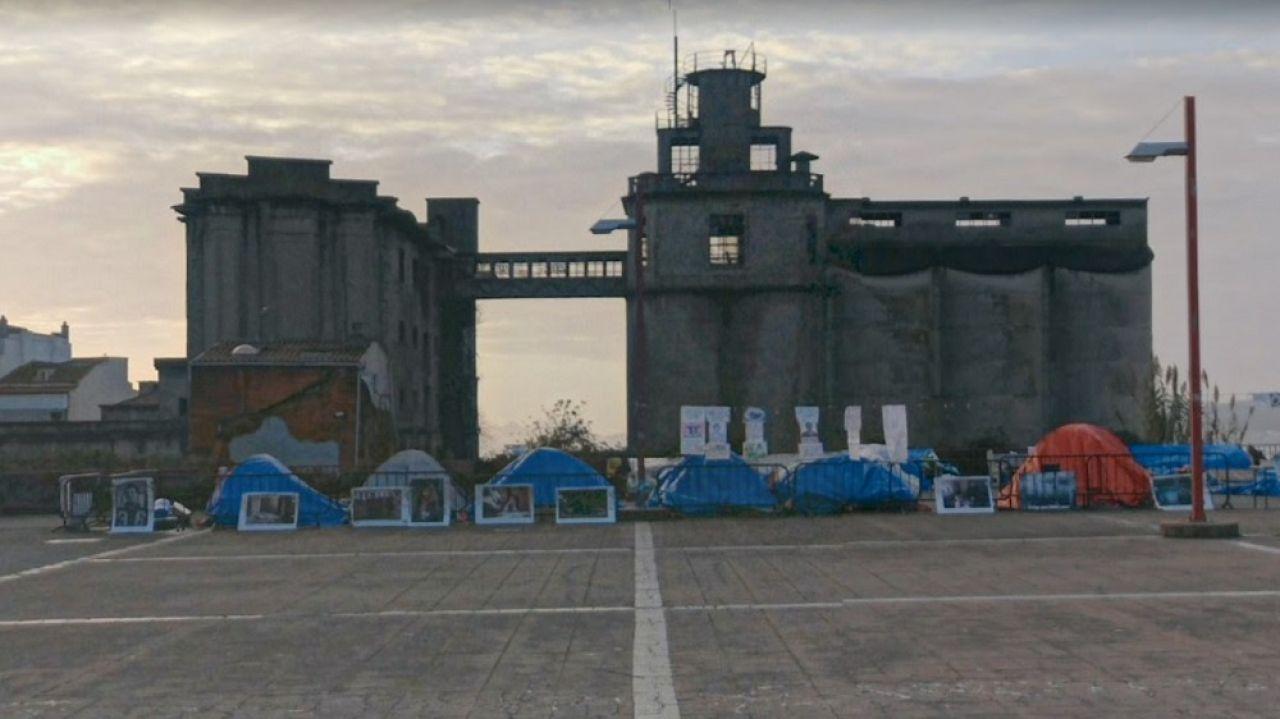 La Plaza do Rei, donde se encuentra articulado el campamento.