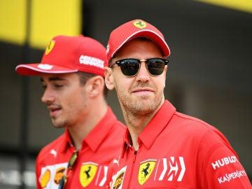 Vettel, delante de Leclerc