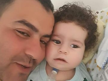 Imagen del niño fallecido después de que el padre se gastara el dinero de su tratamiento