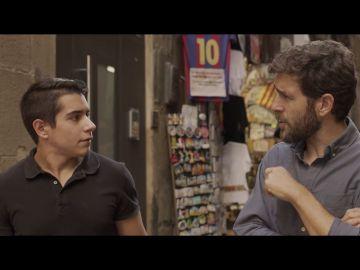 Un joven catalán habla con Gonzo