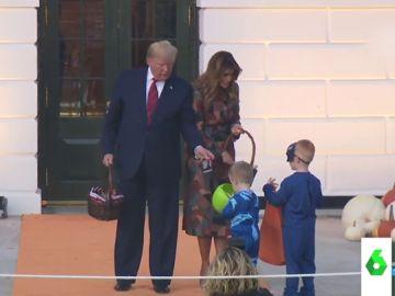 El mal rato de Donald Trump mientras varios niños le ignoran