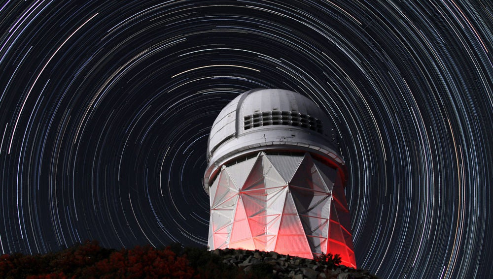 DESI abre sus 5.000 ojos para capturar los colores del universo