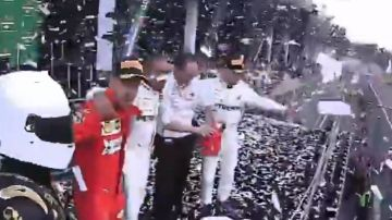 Sebastian Vettel aparta al animador del GP de México