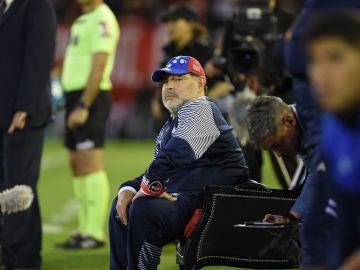Maradona, sentado en su 'trono'