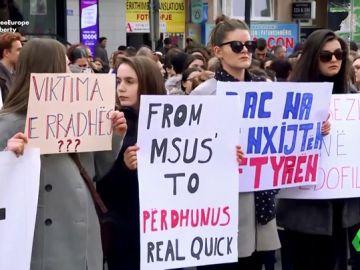 El infierno de una adolescente de Kosovo: violada por su profesor, un policía, su abogado y su ginecólogo
