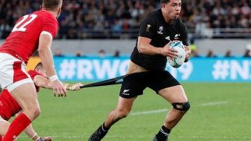 El jugador de Nueva Zelanda, Anton Lienert-Brown, en el partido por el bronce ante Gales