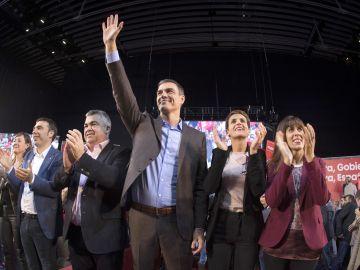 El presidente en funciones del Gobierno, Pedro Sánchez, tras su intervención en el acto electoral central de campaña del PSN-PSOE