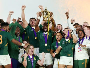 Siya Kolisi levanta el Mundial de rugby