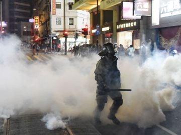 La Policía de Hong Kong disipa con gases lacrimógenos una nueva manifestación