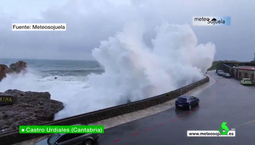 Gran ola en Castro Urdiales, Cantabria