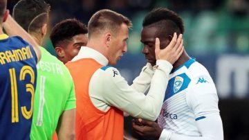 Balotelli amenaza con marcharse del campo tras recibir insultos racistas