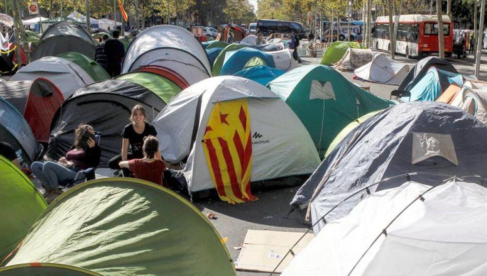 Estudiantes acampados en plaza Universidad de Barcelona