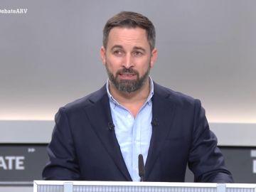 """Abascal utiliza argumentario de Falange durante el debate: """"Solo los ricos pueden permitirse el lujo de no tener patria"""""""