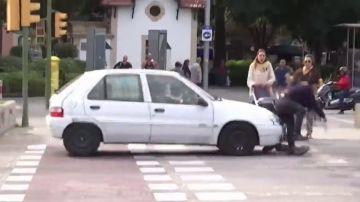 Responde a una entrevista sobre seguridad vial en patinete y acaba atropellada en un paso de cebra