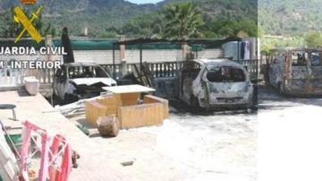 El estado en el que quedaron los vehículos tras ser calcinados
