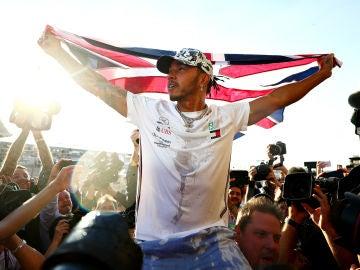 Lewis Hamilton celebra su sexto Mundial de F1