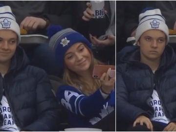 El momento viral en un partido de hockey hielo