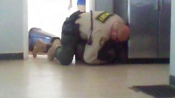 Un policía derriba a un joven de 15 años sin brazos ni piernas en un centro de menores de Arizona
