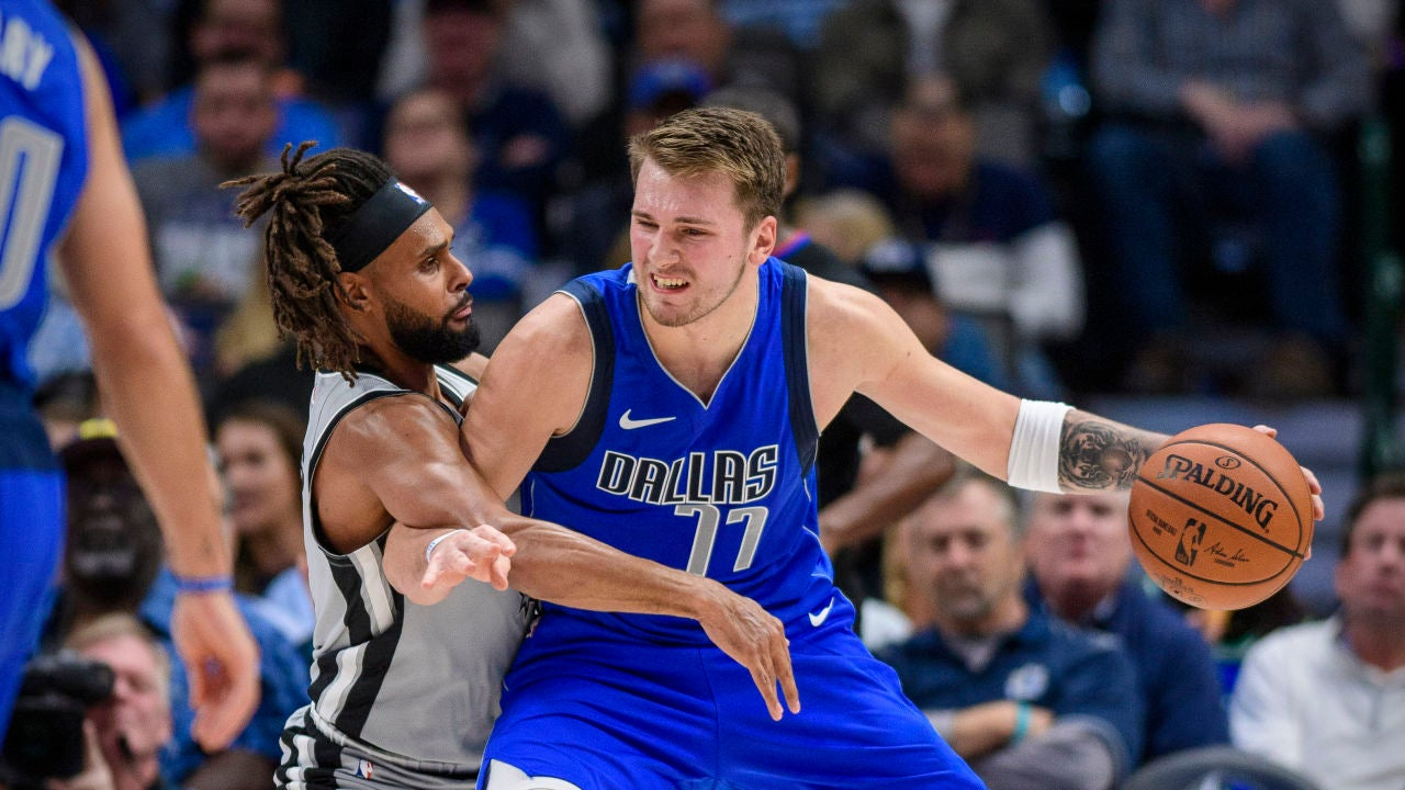 Luka Doncic postea ante Patty Mills
