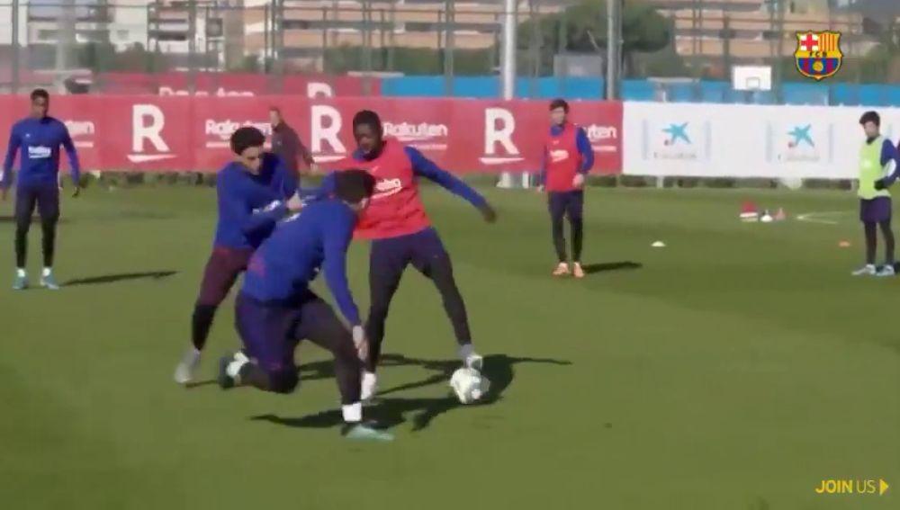 Escándalo de Dembéle en el entrenamiento del Barça: ¡Regatea a todos una y otra vez hasta marcar gol!