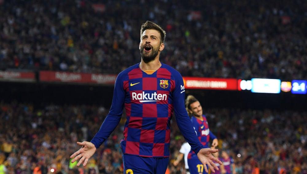 Gerard Piqué celebra un gol con el Barcelona
