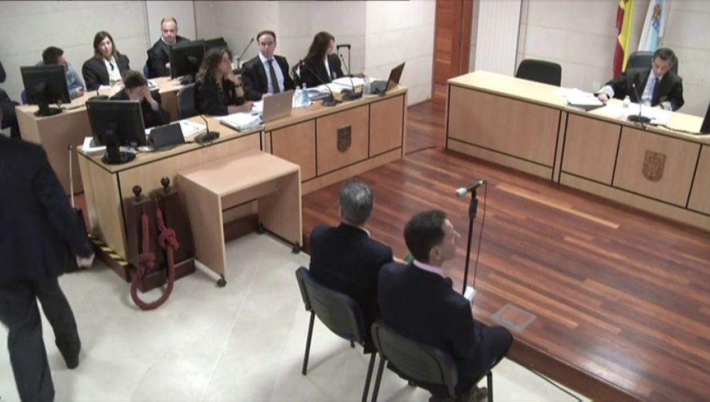 """Expulsan al padre de Diana Quer tras gritar en el juicio a 'El Chicle': """"¡Podría haber sido tu hija!"""""""