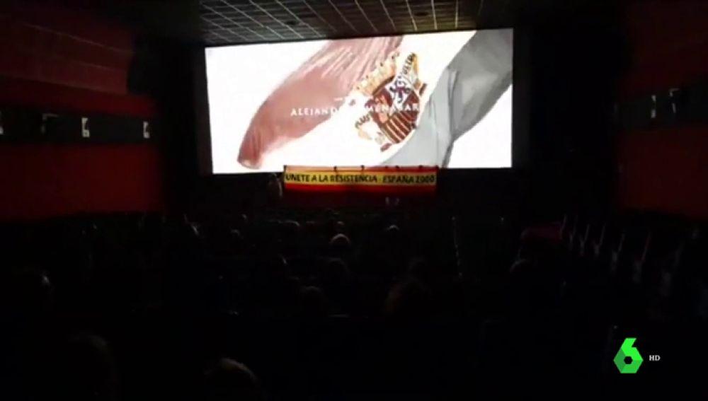 Multan con 3.000 euros a cada uno de los cinco miembros de España 2000 que boicoteron en Valencia la última película de Amenábar