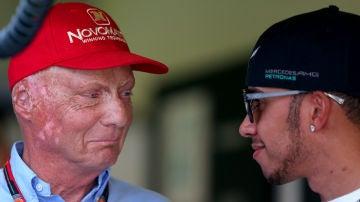 Niki Lauda, con Lewis Hamilton
