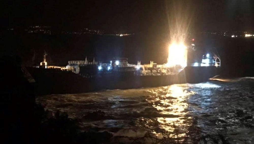 Encalla un buque quimiquero en el litoral del municipio coruñés de Ares