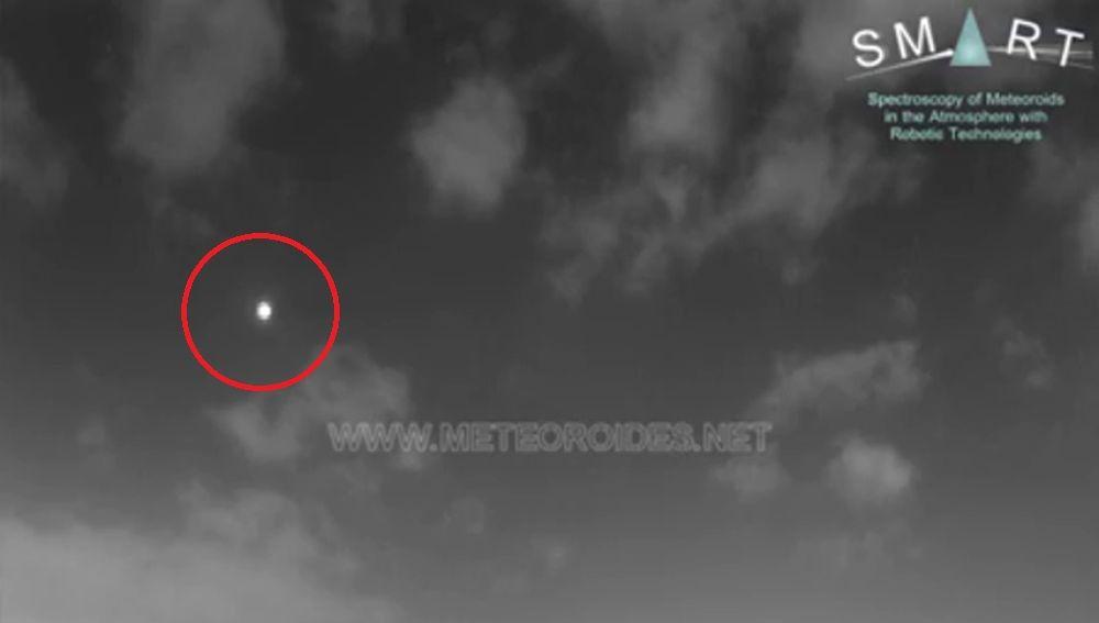 Un asteroide provoca una bola de fuego que cruza el cielo de Andalucía