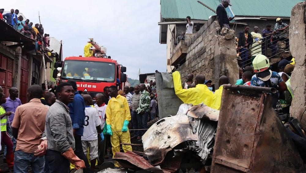 Al menos 26 muertos al estrellarse un avión en el Congo.
