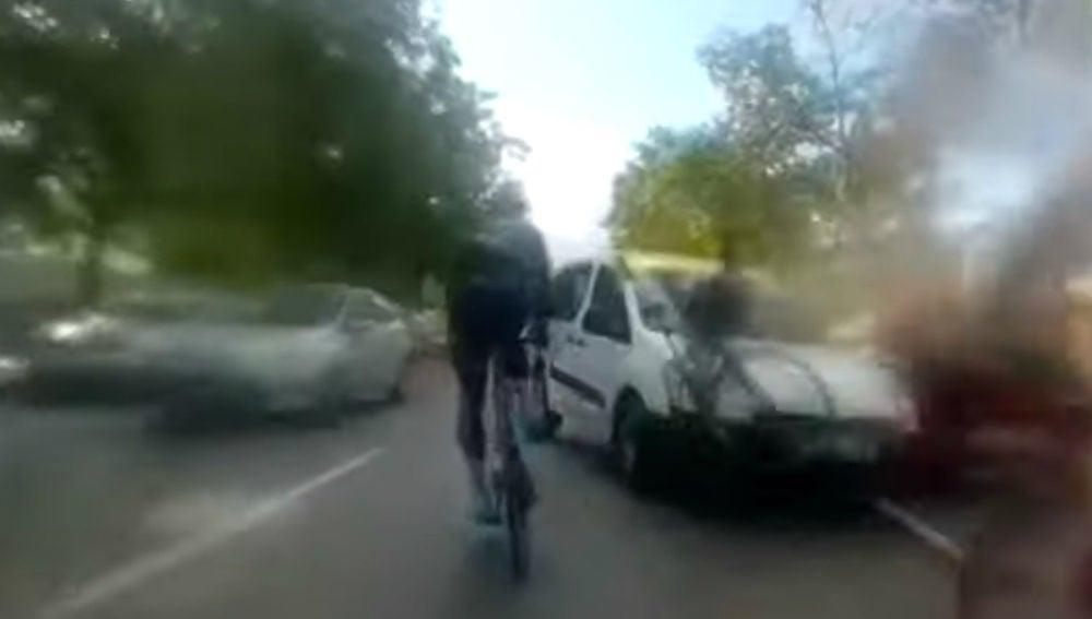 Una furgoneta atropella a varios ciclistas