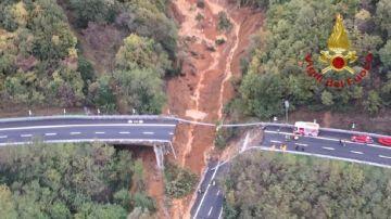 Las fuertes lluvias causan la caída de un puente en el norte de Italia
