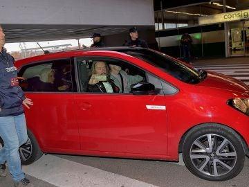 Greta Thunberg en un Seat Mii electric en Madrid.