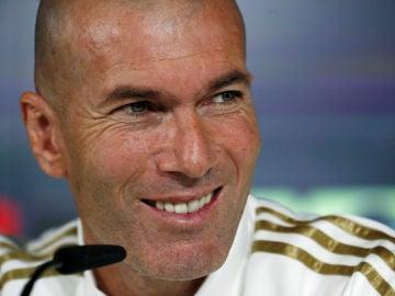Zidane, sonriente en rueda de prensa