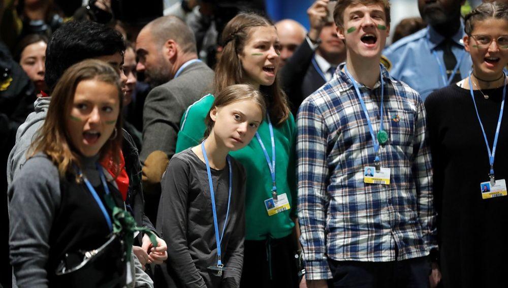 Greta Thunberg junto a jóvenes de Fridays For Future
