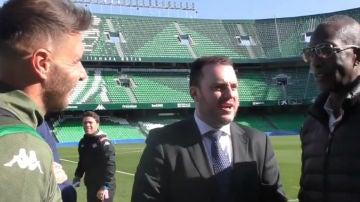 Joaquín Sánchez, con Michael Johnson