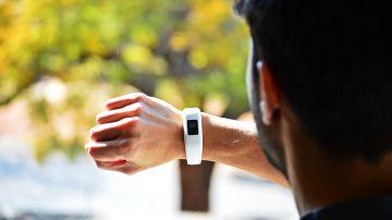 Imagen de archivo de una pulsera Fitbit.