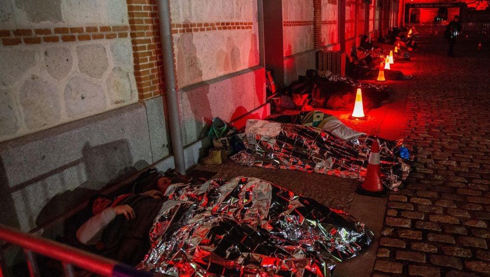 Cientos de ciudadanos se ponen en la piel de una persona sin hogar durmiendo a la intemperie