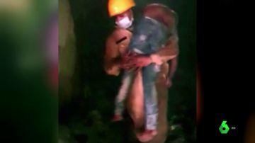Rescate de víctimas de un incendio en Nueva Delhi