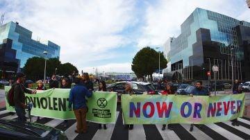 Vista de la manifestación organizada por el movimiento social mundial Extinction Rebellion en solidaridad con los indígenas del Amazonas