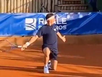 Joaquín Sánchez, sobre la tierra batida y con una raqueta
