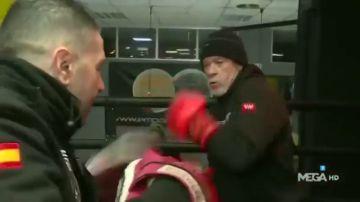 El intenso entrenamiento de madrugada de Alfredo Duro antes de su debut como boxeador