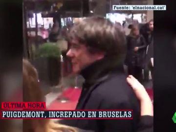 """Puigdemont, increpado en Bruselas al grito de """"delincuente"""", """"racista"""" y """"cobarde"""""""