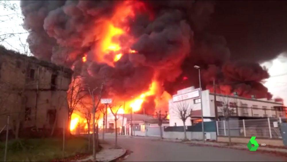 Incendio en una planta de reciclaje de Montornès del Vallès (Barcelona): activan la alerta por riesgo químico