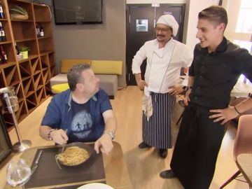 """Piero vs. Salvo: la guerra de egos en la comida de autor de 'Reina Mariana': """"La gente se vuelve loca cuando cocino yo"""""""
